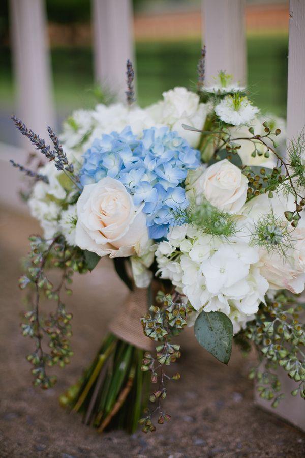 hortensien blau weiss rosen lavendel brautstrauss hochzeitsblog schweiz. Black Bedroom Furniture Sets. Home Design Ideas